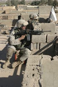 Us_iraqi_soldiers_steel_curtain
